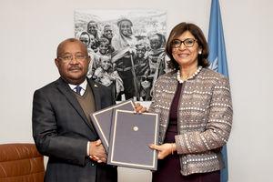 Hamada Madi, Secrétaire général de la COI, et Maria Helena Semedo, directrice générale adjointe de la FAO - (c) FAO, novembre 2018