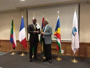 S.E.M. Vincent Mériton et S.E.M. Vishnu Lutchmeenaraidoo lors du 33ème Conseil des ministres de la COI