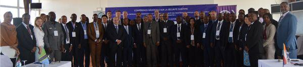 Photo de groupe : mobilisation pour renforcer la sécurité des frontières maritimes africaines