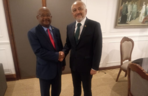 Hamada Madi et le ministre des Affaires étrangères de Madagascar