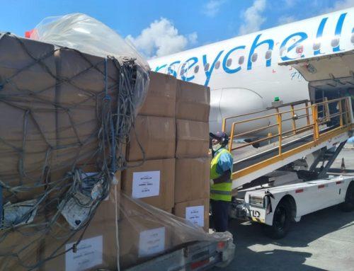 Lutte contre la pandémie de Covid-19 : La COI remet des réactifs PCR aux Seychelles